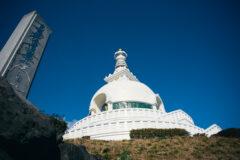 白×金の神々しさに背筋ピン!実相寺にあるストゥーパ「平和記念塔」