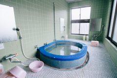 たった1000円で貸切り!やたらと落ち着く「松亀荘」の家族風呂